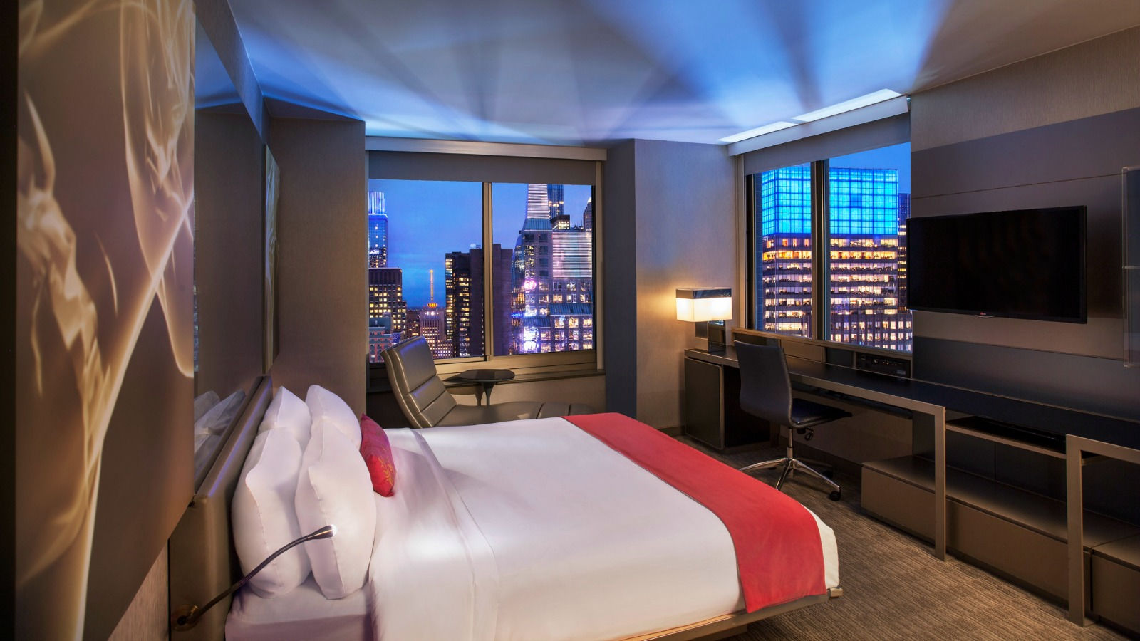 Cool Corner Room - Times Square View