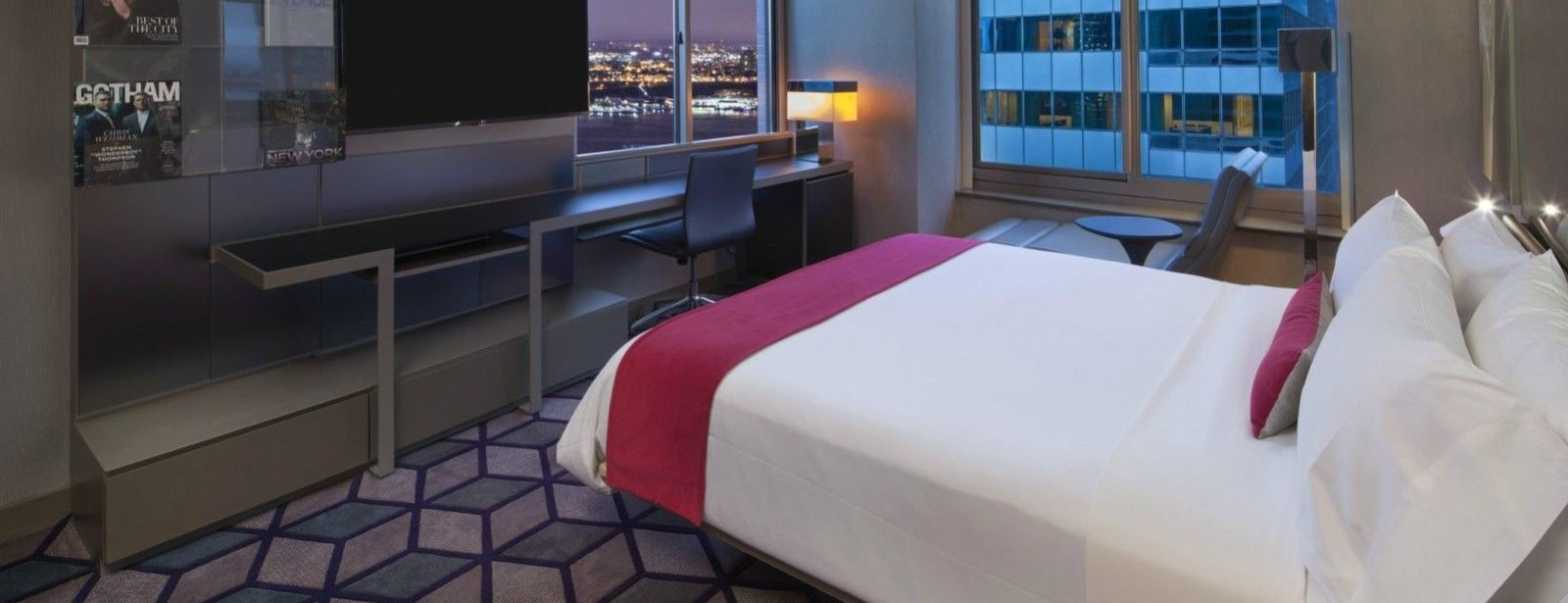 Times Square Accommodations - Cool Corner Room - Hudson View